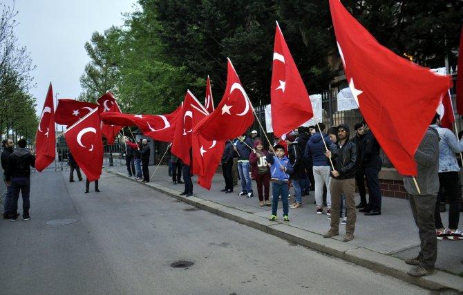 Türkiye'nin Budapeşte Büyükelçiliği önünde nöbet