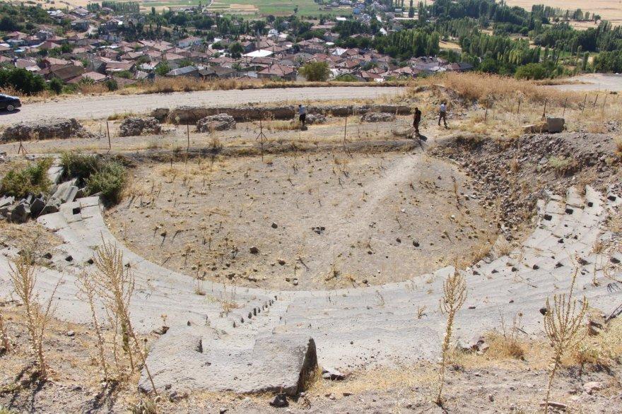 vasada-antik-tiyatrosu-bolge-tarihine-isik-tutuyor-1.jpg