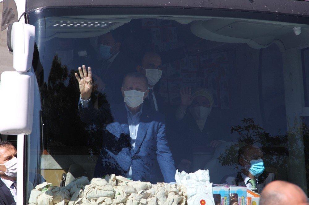 Cumhurbaşkanı Erdoğan, Cuma namazını Konya'da kıldı (VİDEO)