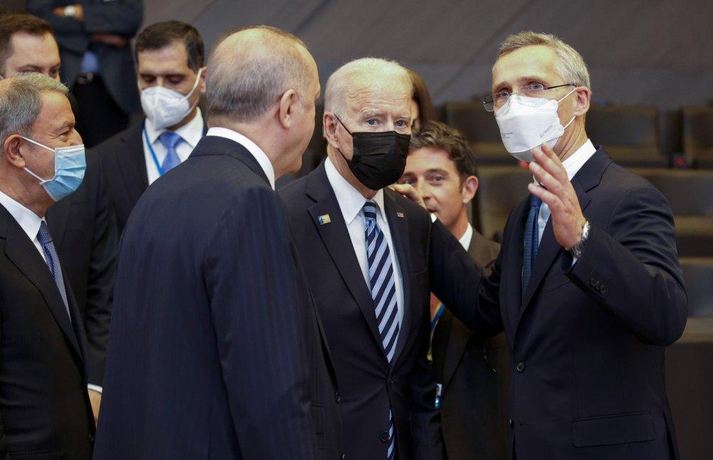 Joe Biden Erdoğan'ın yanına geldi ve sohbet etti (TIKLA&İZLE)
