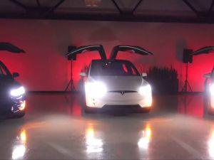 Tesla Model X'ler İle Muhteşem Koreografi