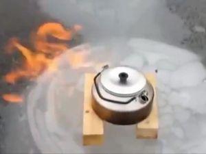 Buz Tutan Gölde Sıkışan Gaz Yanıyor!