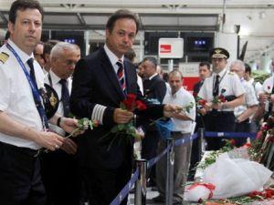 Pilotlar ve hostesler terörü lanetledi