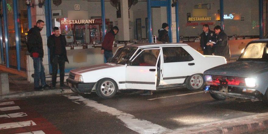 'Dur' ihtarına uymayan otomobile ateş edilerek durduruldu