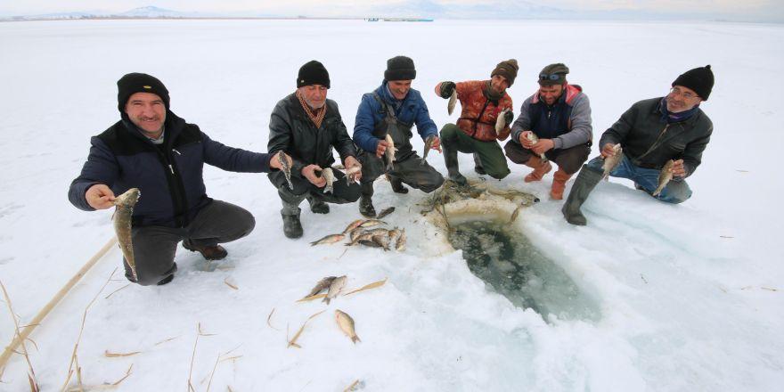 Beyşehir'de Eskimo usulü balık avı
