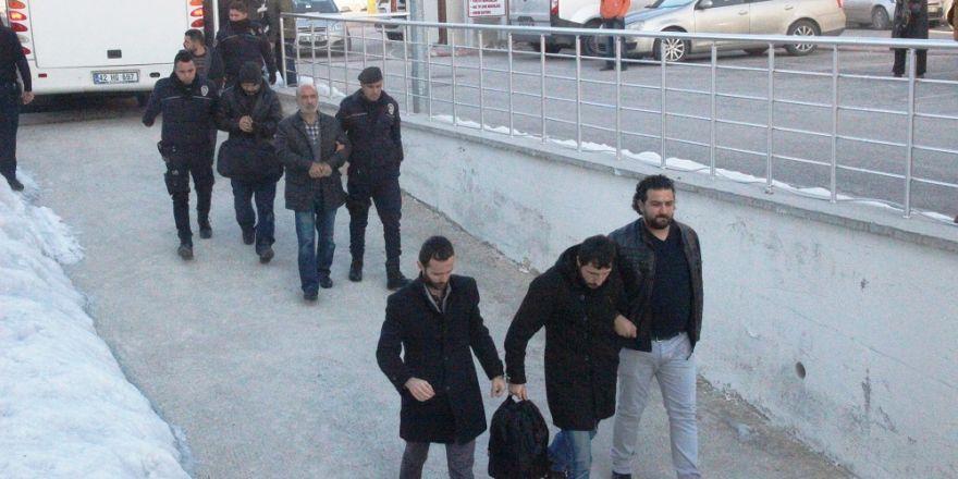 FETÖ'den gözaltına alınan 42 kişi adliyeye sevk edildi