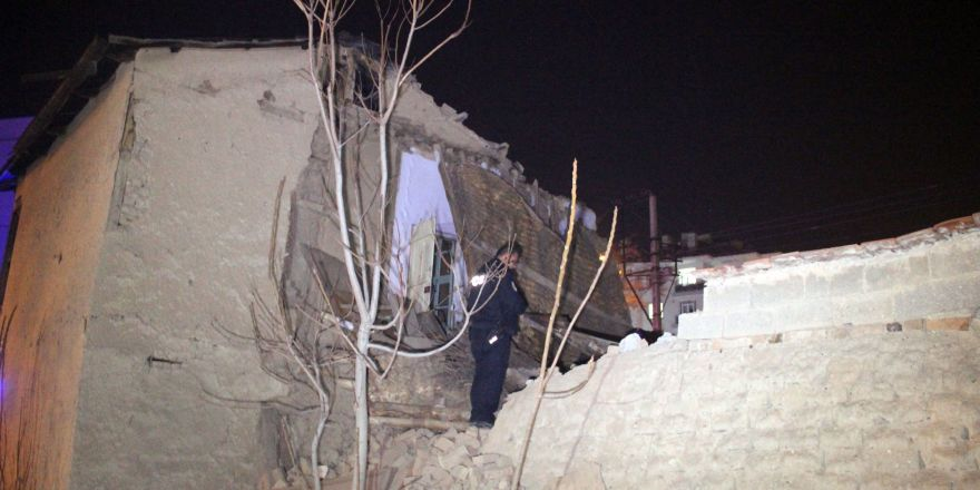 Suriyelilerin yaşadığı kerpiç ev kısmen çöktü