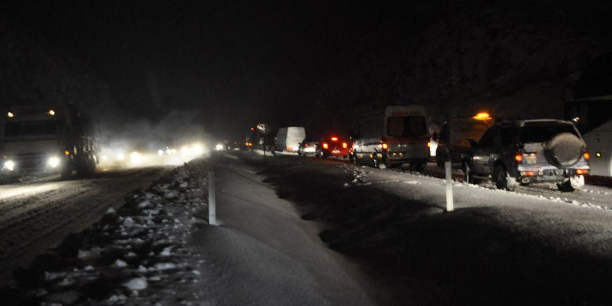 Konya-Antalya yolunda ulaşıma kar engeli