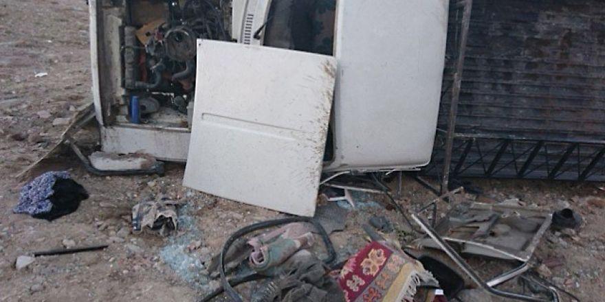 Konya'da freni patlayan kamyonet takla attı: 3 yaralı