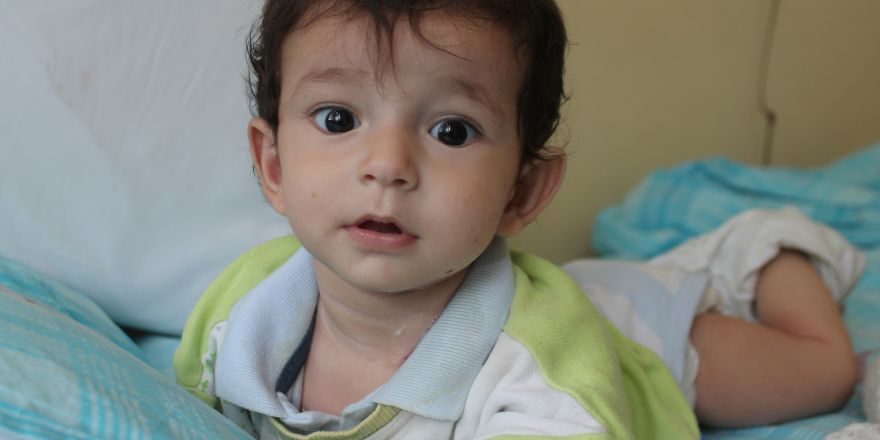 Doğuştan yemek borusu olmayan bebek yardım bekliyor