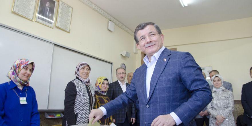 Davutoğlu, oyunu Konya'da kullandı