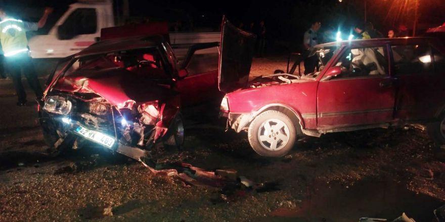 Ereğli'de otomobiller kafa kafaya çarpıştı