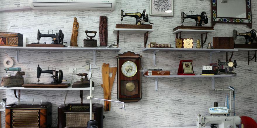 Tarihi dikiş makinelerini sergiliyor