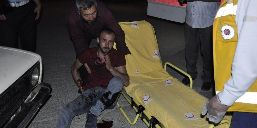 Boynuna saplanan bıçakla hastaneye kaldırıldı