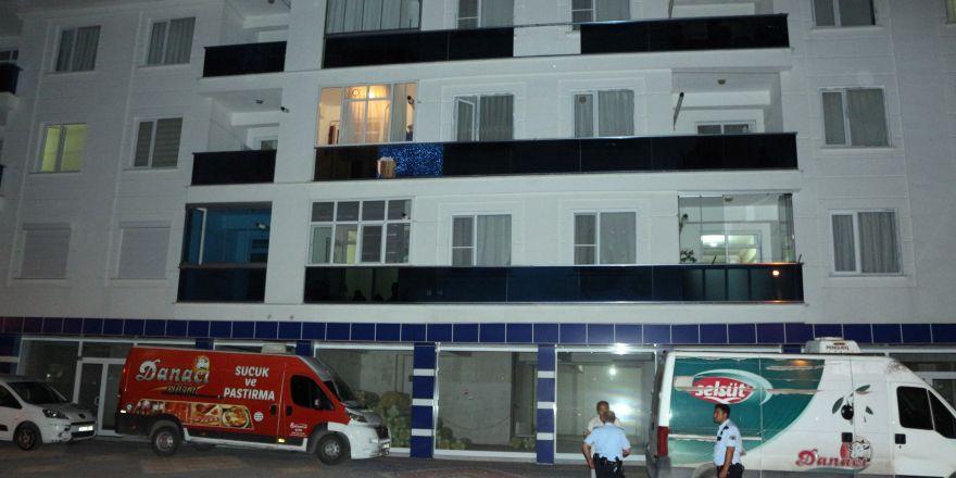 Konya'da balkon camı kırılınca  ikinci kattan düştü