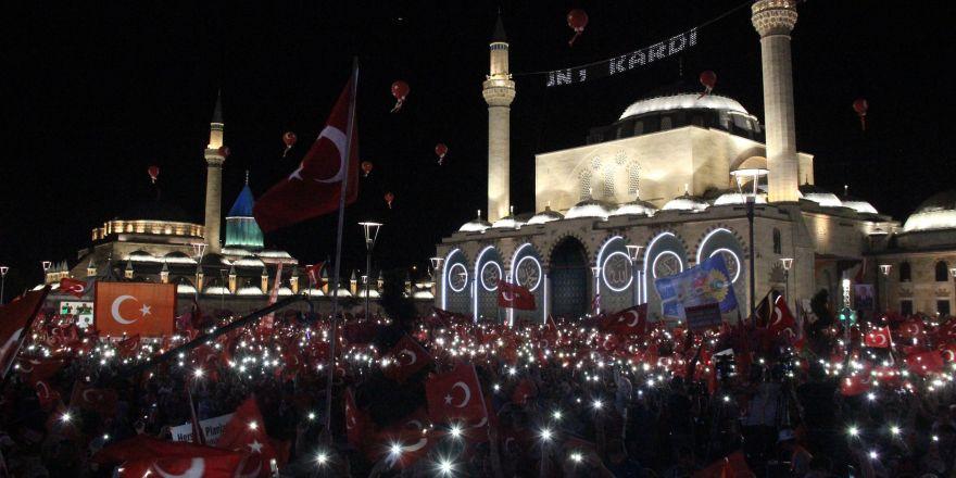 15 Temmuz'un yıldönümünde binlerce kişi Mevlana Meydanı'na akın etti
