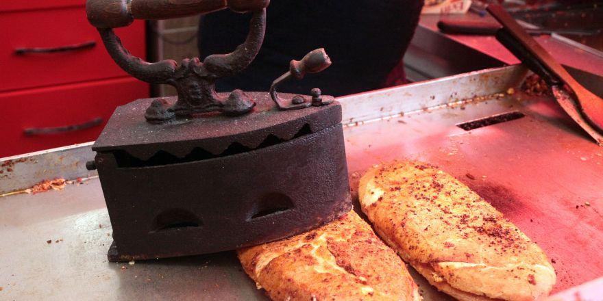 Üç kuşaklık patentli tostçular taklitlerine savaş açtı