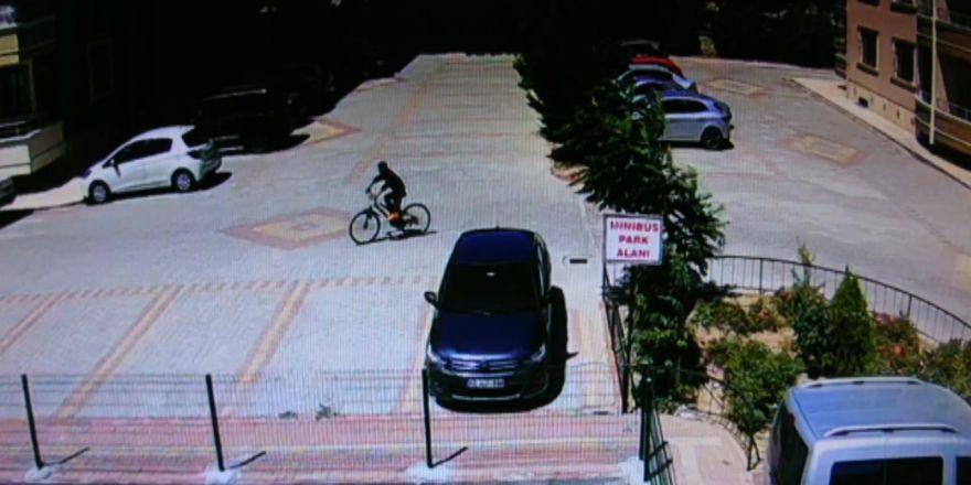 Motosiklete niyetlenip bisikleti çaldılar