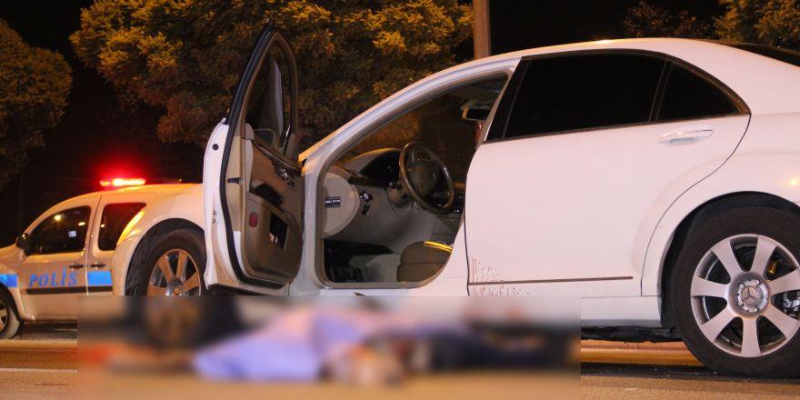 İki araç birden çarptı