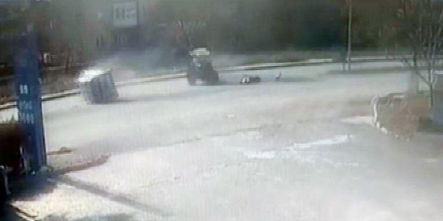 Seydişehir'de gerçekleşene traktör ile hafif ticari aracın kazası kamerada