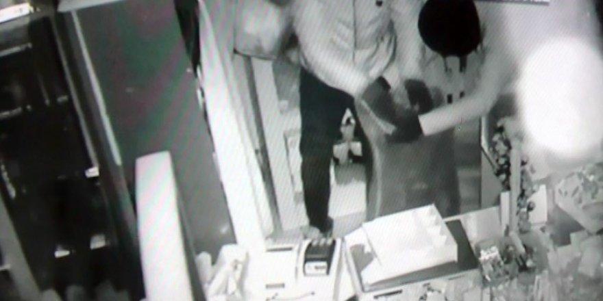 Maskeli hırsızlar 6 dakikada marketi soydu