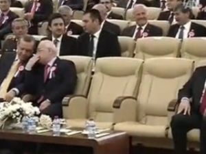 Cemil Çiçek, Kılıçdaroğlu ile tokalaşmadı