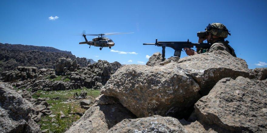 Mehmetçik Balkaya Dağları'nda teröristlere nefes aldırmıyor