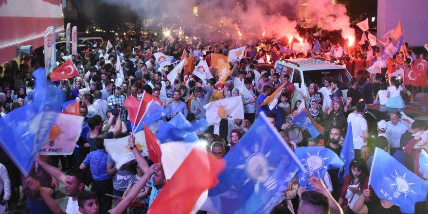 Konya'da AK Partililerden kutlama