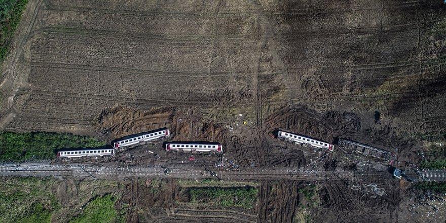 Tren faciası sonrası oluşan enkaz, havadan görüntülendi