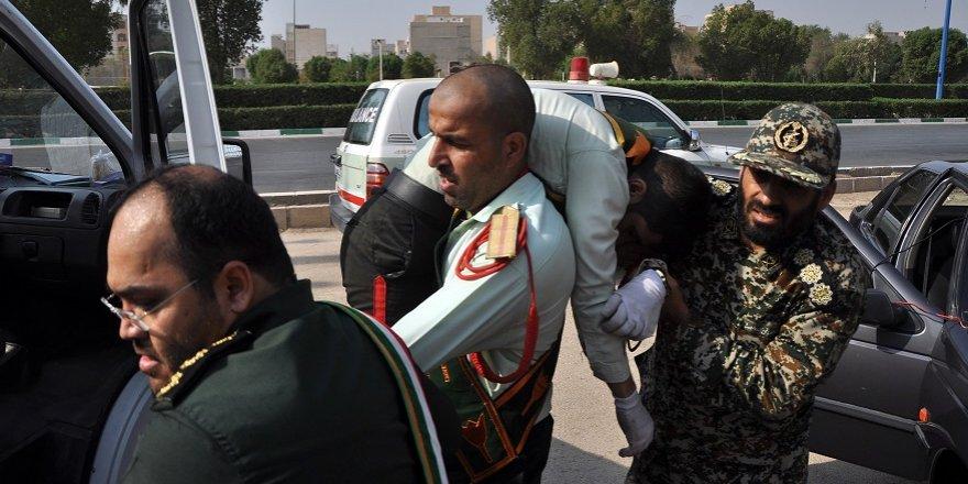 İran'da askeri geçit töreninde terör saldırısı