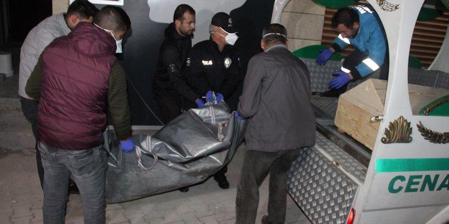 Mühürlenen kumarhanede başından vurulmuş erkek cesedi bulundu