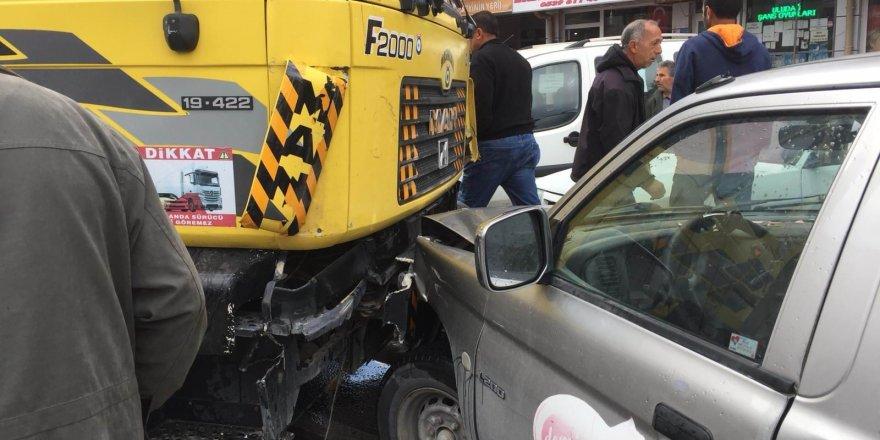 Trafik kazası saniye saniye görüntülendi