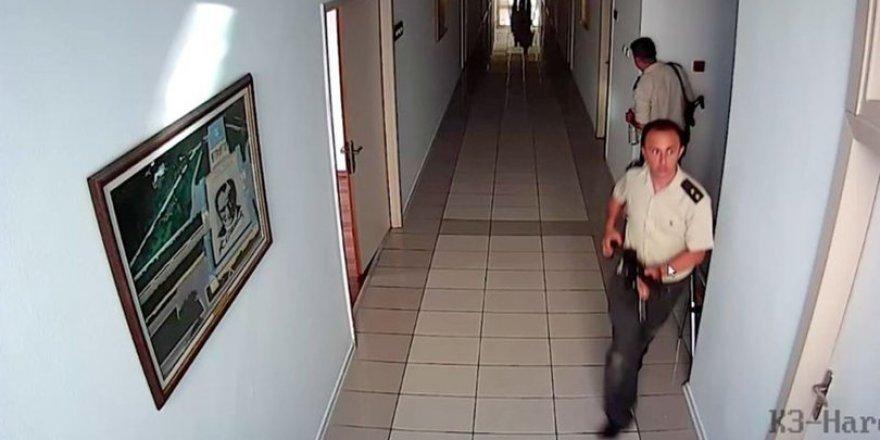 Darbeci üsteğmen, parçaladığı kamera tarafından kaydedildi