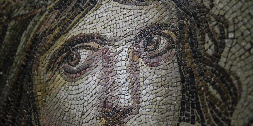 'Çingene Kızı' mozaiğinin kayıp parçaları Türkiye'de