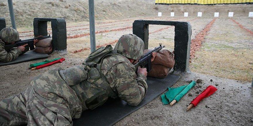 Bedelli askerlerin eğitimini görüntüledi