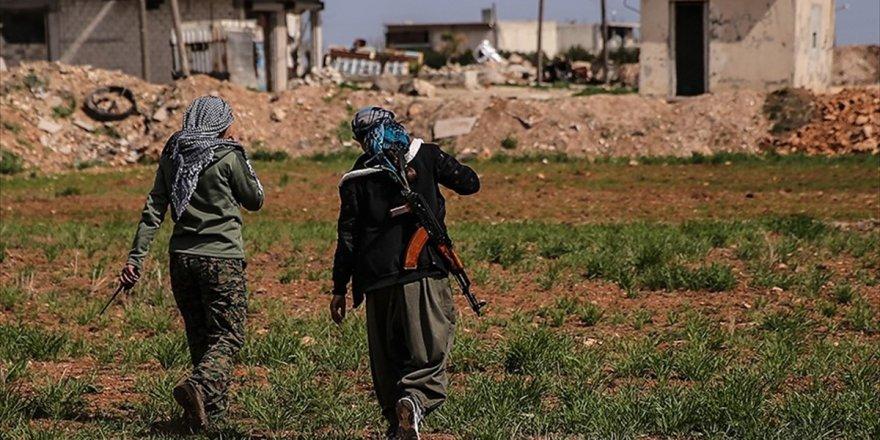 Fırat'ın doğusunda teröristlerin mevzileri görüntülendi