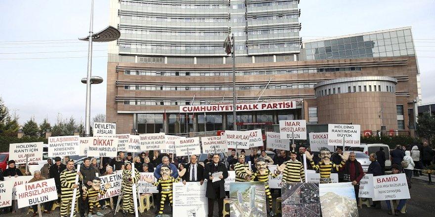 'Dalton Kardeşler' kıyafetleriyle CHP Genel Merkezi önünde eylem