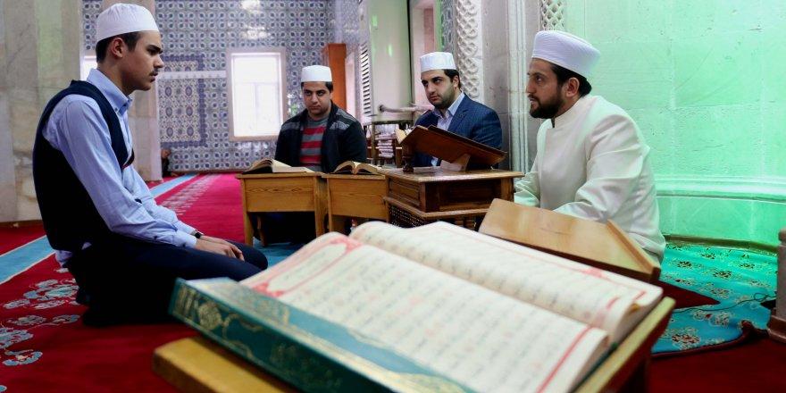 """""""Bülbül sesi"""" ile Kur'an bülbüllerine rehber oluyor"""