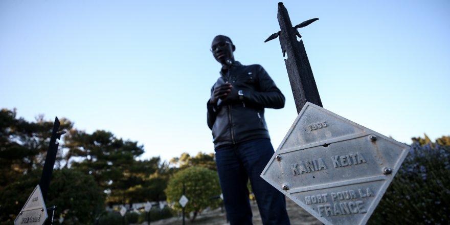 'Senegalli askerlerin kabirleri Müslüman mezarlığına taşınsın'