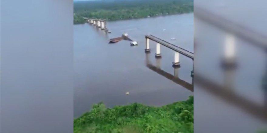 Feribot köprüye çarptı