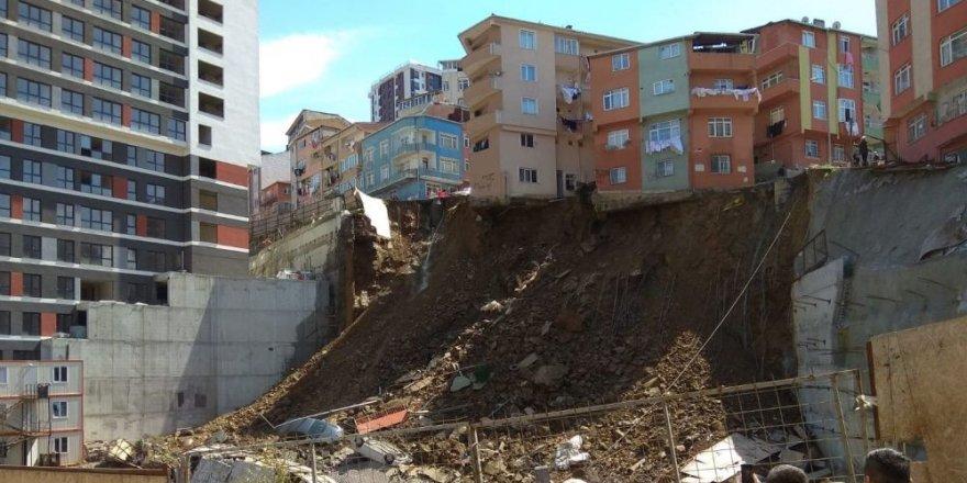 Kağıthane'de çöken binanın yıkılma anı havadan görüntülendi