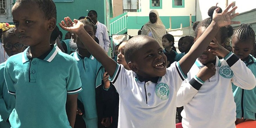 Senegalli minik Abdurrahman'ın İstiklal Marşı tutkusu