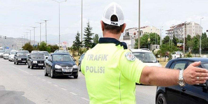 Polisten uykusu gelene yatak, acıkana simit