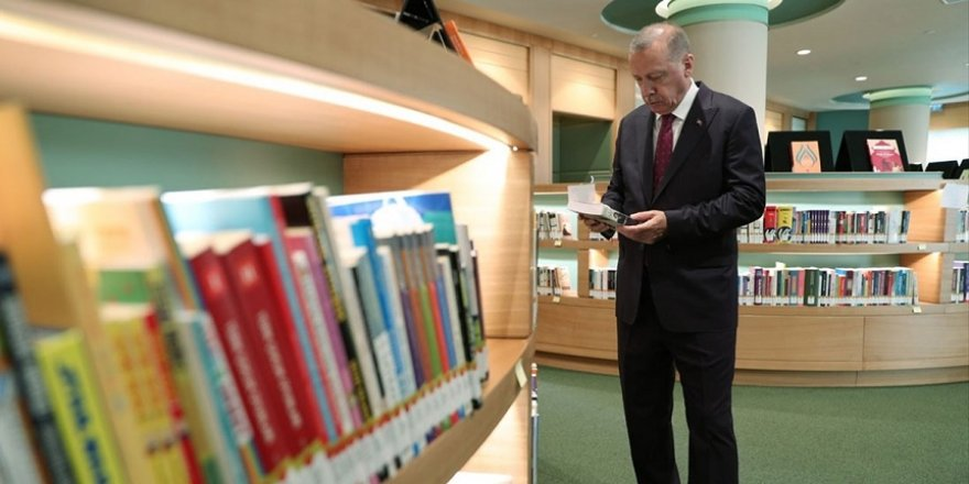 Erdoğan, Cumhurbaşkanlığı Kütüphanesi'nde incelemede bulundu