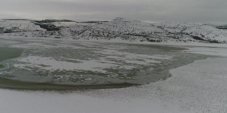 Buz Tutan Barajda Kartpostallık Görüntüler Ortaya Çıktı