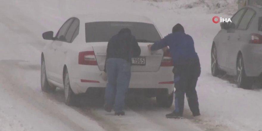 Ankara'da Kar Yağışı Sürücülere Zor Anlar Yaşattı