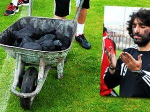 Antrenmana bir el arabası kömürle geldiler