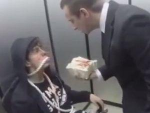 Asansörde Rehin Alma Şakası