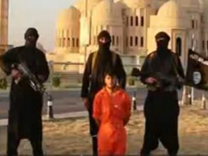 IŞİD peşmerge savaşçısının başını kesti!