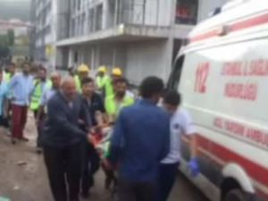 İstanbul'da okul çatısı uçtu!
